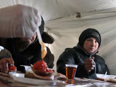 Aufwärmzelt im ukrainischen Donezk. Die Zahl der Kältetoten in der Ukraine steigt. Foto: Photomig
