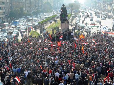 Ägypter versammeln sich in Kairo, um gegen die blutigen Krawalle in einem Fußball-Stadion zu protestieren. Foto: Mohamed Omar