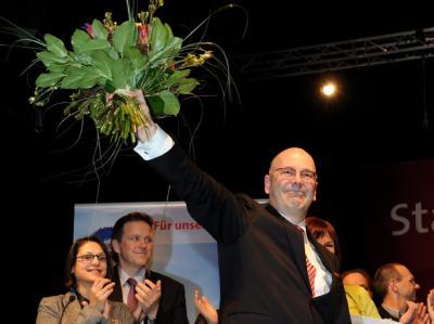 Der Kieler Oberbürgermeister Torsten Albig freut sich auf einem SPD-Parteitag in Lübeck über seine Wahl zum Spitzenkandidaten. Foto: Carsten Rehder
