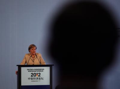 Kanzlerin vor einem Wirtschaftsforum in Südchina. Der Erfolg der China-Reise wird durch das harte Vorgehen Pekings gegen einen Bürgerrechtsanwalt getrübt. Foto: Bobby Yip