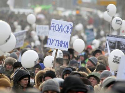 Bei Massenprotesten in Russland fordern einen Monat vor der Präsidentenwahl  tausende Menschen eine faire und freie Abstimmung. Foto: Sergei Ilnitsky