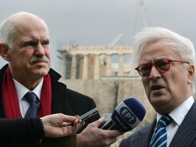 Der Chef der griechischen Sozialisten George Papandreou und der Vorsitzende der EU-Sozialdemokraten Hannes Swoboda. Foto: Simela Pantzartzi