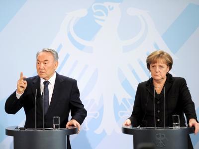 Bundeskanzlerin Angela Merkel und Kasachstans Präsident Nursultan Nasarbajew im Kanzleramt in Berlin Foto: Hannibal