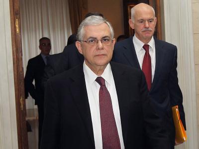Auf dem Weg zu neuen Verhandlungen: Ministerpräsident Lucas Papademos und PASOK-Chef George Papandreou (r). Foto: Orestis Panagiotou
