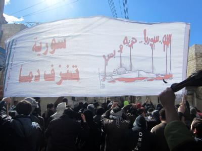 Teilnehmer einer Demonstration gegen das Assad-Regime im Viertel Kafr Susa in Damaskus. Foto: Undatiertes Bild der oppositionellen Organisation