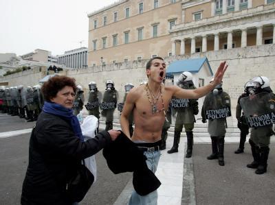 Demonstrant gegen die Sparpläne