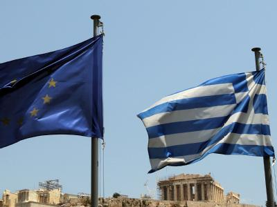 Fahnen vor Akropolis