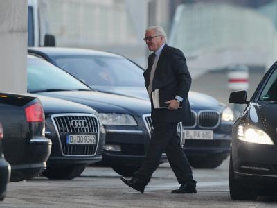 Der Vorsitzende der SPD-Bundestagsfraktion, Frank-Walter Steinmeier trifft beim Kanzleramt ein. Foto: Hannibal
