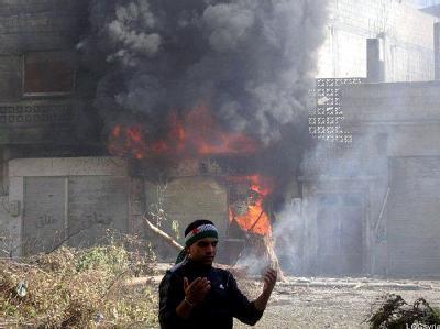 Brennendes Gebäude in Homs. Foto: dpa
