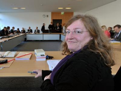 Der Neonazi-Untersuchungsausschuss des Thüringer Landtages mit der Vorsitzenden des Gremiums, Dorothea Marx (SPD), ist in Erfurt zu seiner ersten regulären Sitzung zusammengekommen. Foto: Martin Schutt