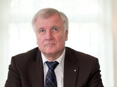 Der bayerische Ministerpräsident, Horst Seehofer, übernimmt als derzeitiger Präsident des Bundesrates kommissarisch die Funktion des Staatsoberhaupts.  Foto: Sven Hoppe