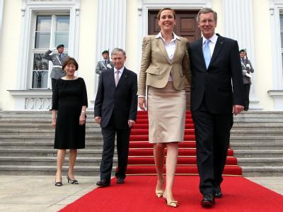 Wulff nach vereidigung: Der zurückgetretene Bundespräsident hat sich nach Ansicht seines Biografen seit seinem Amtsantritt 2010 sehr verändert. Foto: Wolfgang Kumm