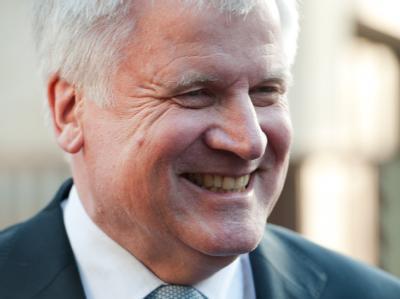 Als amtierender Bundesratspräsident nimmt Seehofer zur Zeit auch die Aufgaben des Staatsoberhauptes wahr. Foto: Peter Kneffel/Archiv