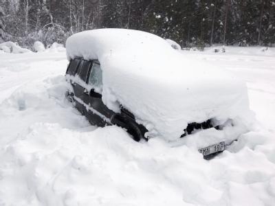Eingeschneiter Wagen