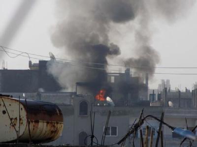 Ein brennendes Haus in der umkämpften Stadt Homs. Foto: Local Coordination Committes LCC