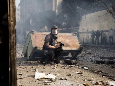 Der französische Fotoreporter Rémi Ochlik im Einsatz. Er wurde bei einem Granatenangriff in Homs getötet. Foto: Julien de Rosa