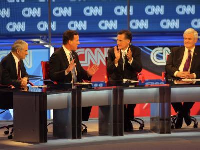 Ron Paul, Rick Santorum, Mitt Romney und Newt Gingrich liefern sich in einer TV-Debatte einen heftigen Schlagaustausch. Foto: Roy Dabner
