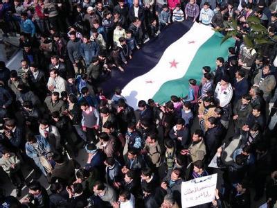 Demonstranten zogen durch Damaskus. Nach Medienberichten sind bei Gefechten in den Protesthochburgen Dutzende Menschen gestorben. Foto: dpa