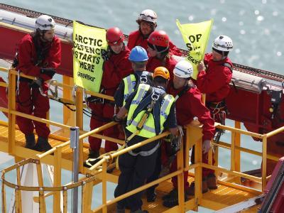 Sechs Greenpeace-Aktivisten werden auf einem Bohrturm in Neuseeland festgenommen. Foto: Greenpeace
