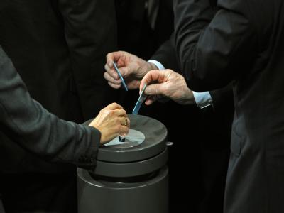 Abgeordnete des Bundestages bei der namentlichen Abstimmung. Foto: Tim Brakemeier
