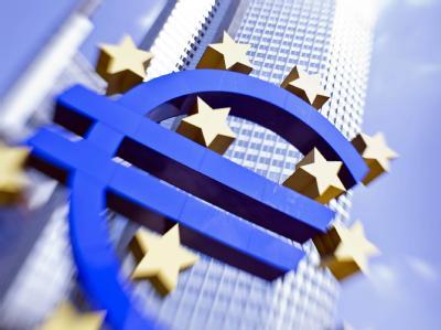 Euro-Skulptur vor der Zentrale der Europäischen Zentralbank (EZB) in Frankfurt am Main. Foto: Frank Rumpenhorst