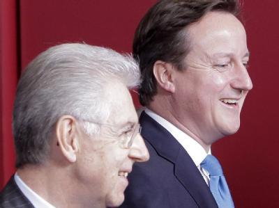David Cameron (R) am ersten Tag des Gipfels zusammen mit dem Italiener Mario Monti. Foto: Bruno Arnold