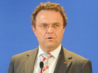 Innenminister Friedrich: «Ich kann diese Phänomene doch nicht ignorieren.». Foto: Bernd Settnik