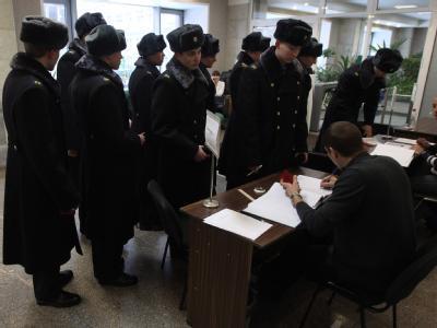 Soldaten bei der Stimmabgabe in Moskau. Foto: Sergei Ilnitsky