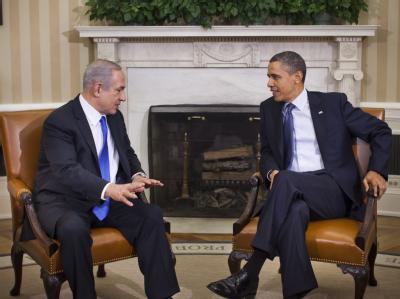 Amerikanisch-israelisches Spitzentreffen in Washington: US-Präsident Barack Obama (r) im Gespräch mit dem israelischen Ministerpräsidenten Benjamin Netanjahu. Foto: Jim Lo Scalzo