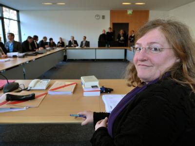 Der Neonazi-Untersuchungsausschuss des Thüringer Landtages mit der Vorsitzenden, Dorothea Marx. Foto: Martin Schutt/ Archiv