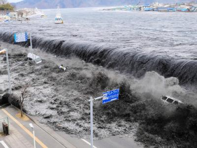 Tsunami-Welle nach dem Erdbeben in Japan im März 2011. Foto: Aflo/Mainichi Newspaper