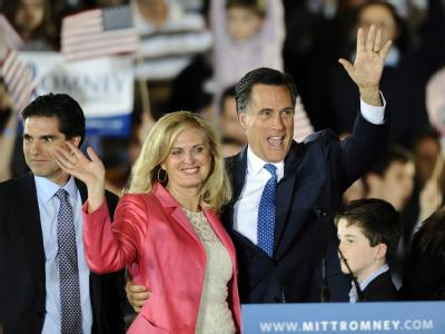 Der Ex-Gouverneur von Massachusetts, Mitt Romney, mit seiner Frau Ann. Es gelang Romney nicht, sich entscheidend von seinem hartnäckigen Verfolger Rick Santorum abzusetzen. Foto: CJ Gunther