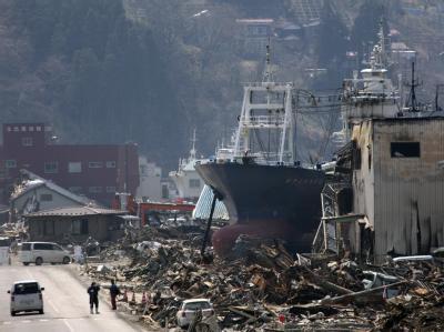Zerstörung nach Tsunami