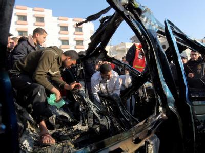 Zerstörtes Auto nach einem israelischen Luftangriff auf militante Palästinenser in Gaza-Stadt. Foto: Mohammed Saber