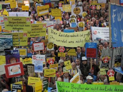Montags-Demo im Frankfurter Flughafen
