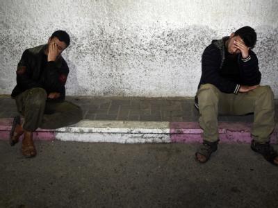 Palästinenser trauern um einen bei einem israelischen Luftangriff getöteten militanten Dschihad-Kämpfer. Foto: Ali Ali
