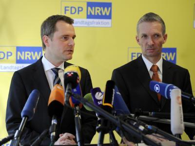 Bundesgesundheitsminister und FDP-Vorsitzende in Nordrhein-Westfalen, Daniel Bahr (l), und der Fraktionsvorsitzende Gerhard Pabke. Foto: Marius Becker