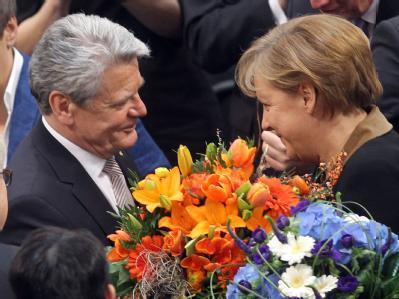 «Was für ein schöner Sonntag!» sagte der neue Bundespräsident Joachim Gauck direkt nach seiner Wahl. Hier zusammen mit Kanzlerin Angela Merkel. Foto: Kay Nietfeld
