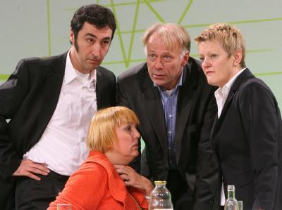Um sie geht es: Das Führungsquartett der Grünen um Cem Özdemir, Claudia Roth, Jürgen Trittin und Renate Künast. Foto: Martin Schutt