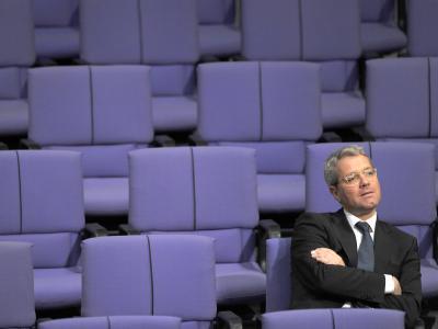 Der Druck in der CDU auf Bundesumweltminister Röttgen wächst, sich vor der NRW-Wahl für einen Wechsel nach Düsseldorf zu entscheiden - auch als Oppositionsführer. Foto: Caroline Seidel