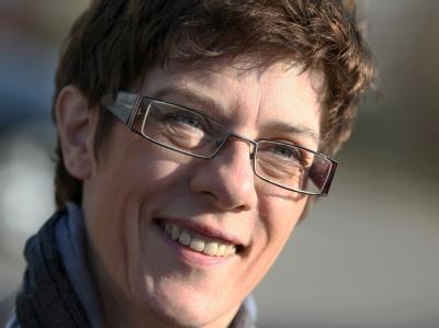 «AKK» hat es geschafft: Saar-Ministerpräsidentin Kramp-Karrenbauer gewinnt den Zweikampf mit SPD-Landeschef Maas. Nun kann sie Chefin einer großen Koalition werden. Foto: Fredrik von Erichsen