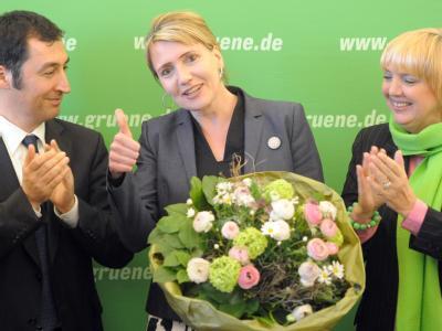 Cem Özdemir, Claudia Roth (r) und Simone Peter, Grünen-Spitzenkandidatin im Saarland