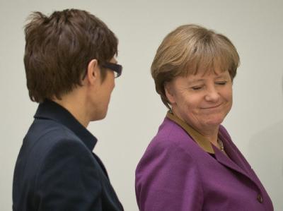 Merkel und Kramp-Karrenbauer am Tag nach der Saarland-Wahl. Foto: Michael Kappeler