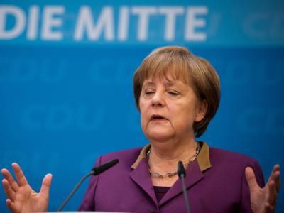 Konzentriert: Angela Merkel am Montag während einer Pressekonferenz in Berlin. Foto: Michael Kappeler