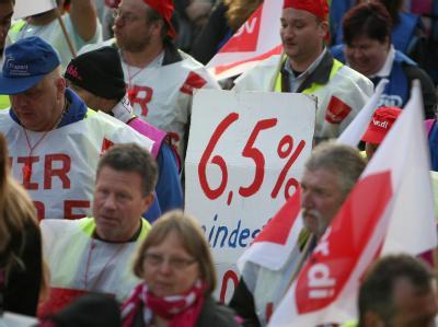 Warnstreik am Flughafen in Frankfurt am Main: Die Gewerkschaft Verdi verlangt für die rund zwei Millionen Beschäftigten im öffentlichen Dienst 6,5 Prozent mehr Geld, mindestens 200 Euro. Foto: Fredrik von Erichsen