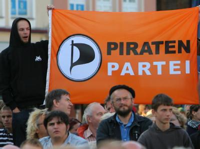 Nach ihrem Erfolg im Saarland legt die Piratenpartei in der Wählergunst auch bundesweit nochmals deutlich zu. Foto: Bernd Wüstneck/Archiv