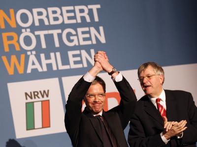 Der Vorsitzende der NRW-CDU und Spitzenkandidat für die Landtagswahl, Norbert Röttgen (l) mit Peter Hintze. Foto: Oliver Berg