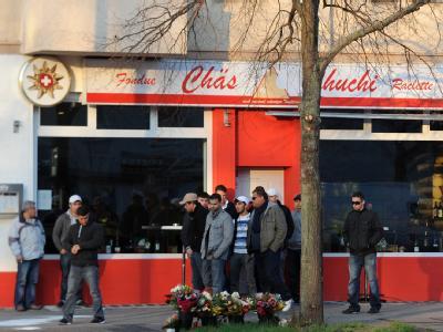 Jugendliche am Tatort in Berlin-Neukölln. Foto: Britta Pedersen