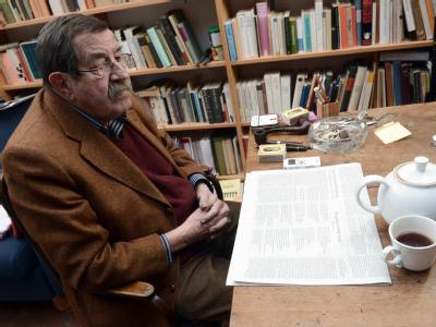 Der Literaturnobelpreisträger Günter Grass äußert sich zu seinem umstrittenen Israel-Gedicht. Foto: Marcus Brandt