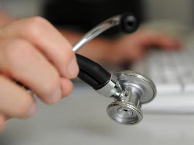 Die Gesundheitsausgaben sind 2010 auf einen Rekordwert von 287,3 Milliarden Euro gestiegen. Foto: Marijan Murat